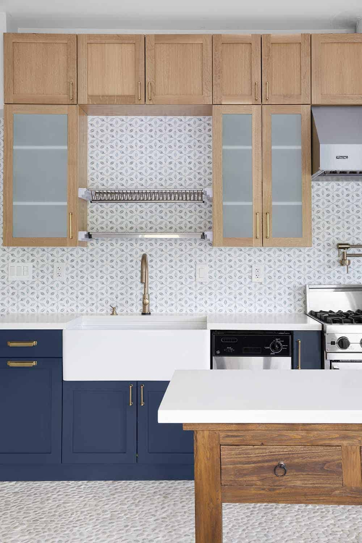 Alston Stilnovo Backsplash Oak Cabinets