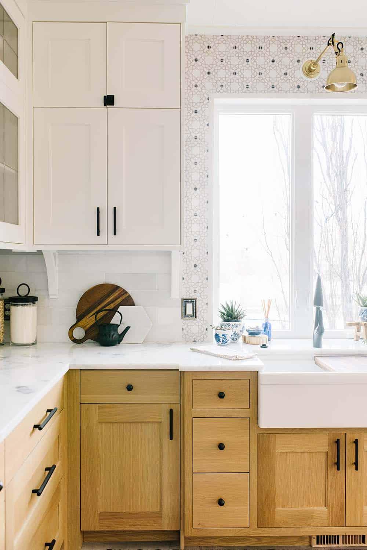 Medina Backsplash Oak Cabinets