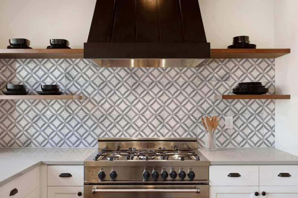 Ellipse Kitchen Carrara Stove Backsplash