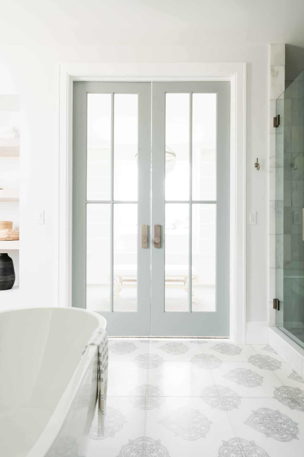 Caprice Bath Floor Modern Door