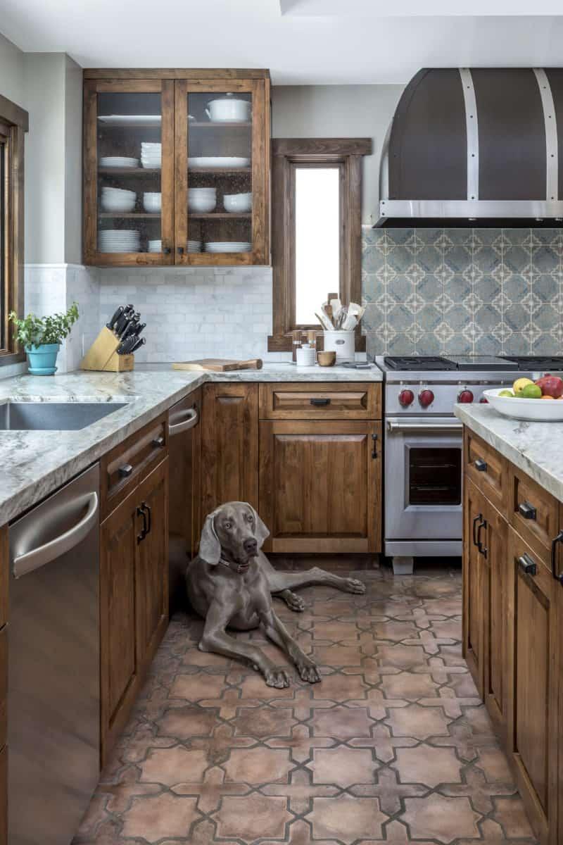 Altalena kitchen with dog