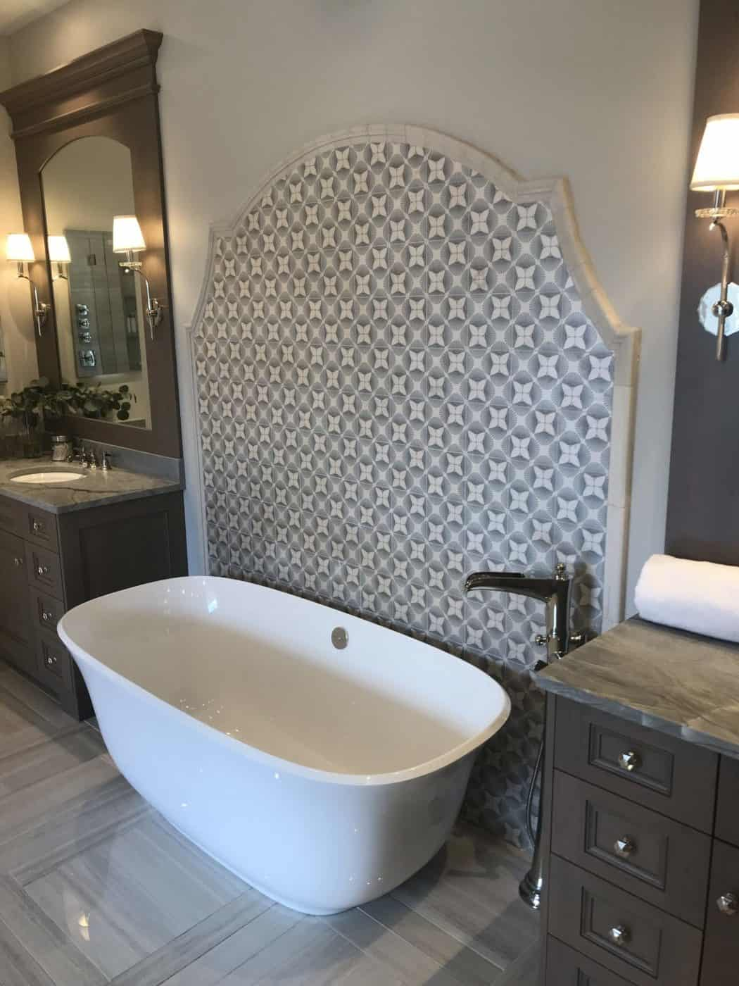 Briolette Pattern Tub Backsplash