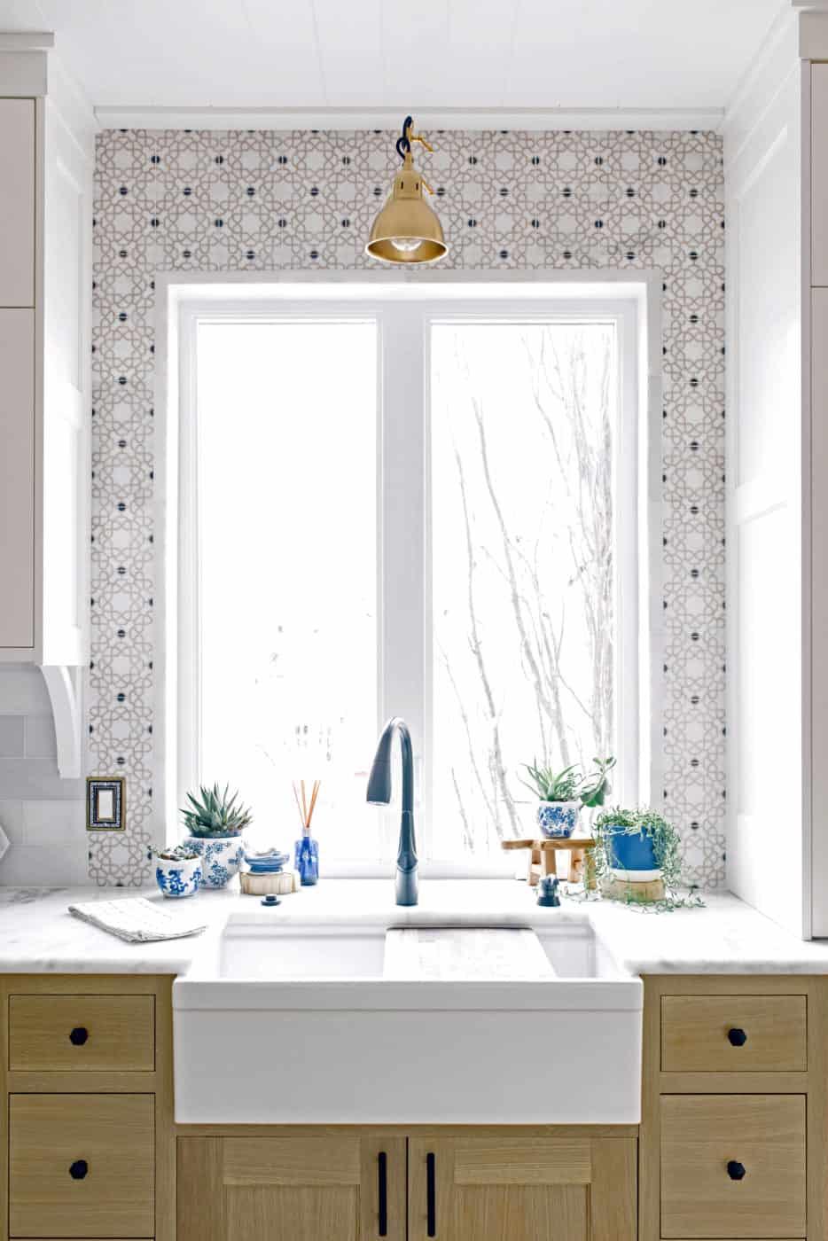 Medina (Onyx) on Carrara Kitchen Install Bright White