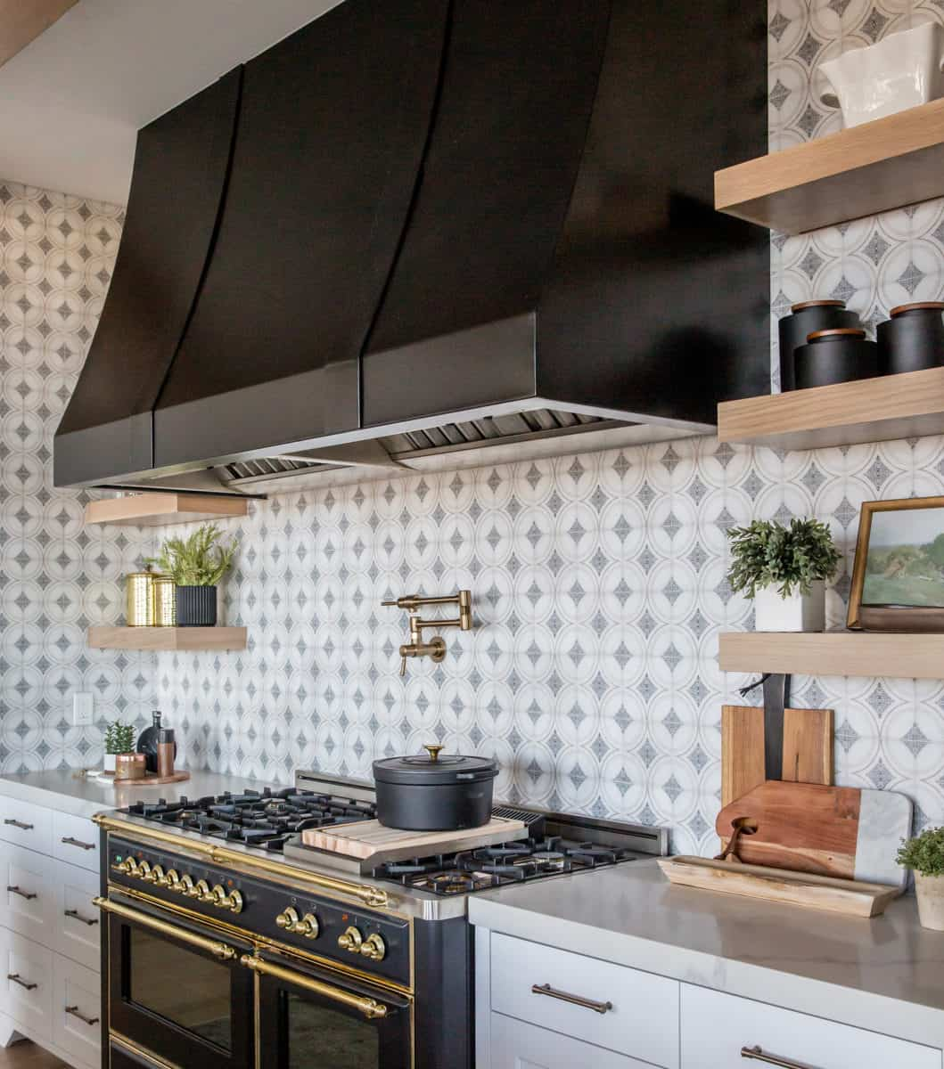 Modern farmhouse kitchen backsplash with ventana pattern on 6x6 honed carrara