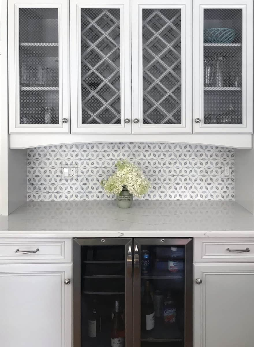 Traditional kitchen backsplash niche featuring Stilnovo tile