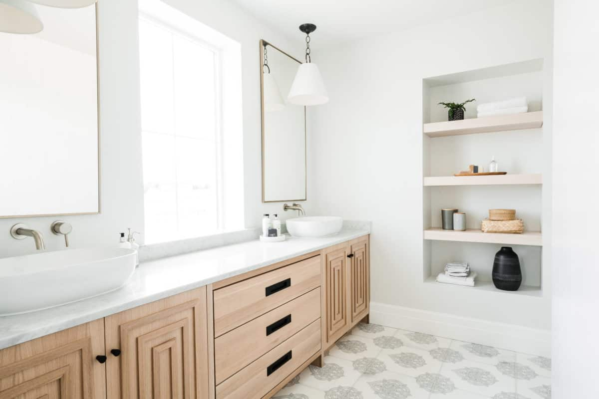 Modern organic master bathroom with caprice pattern on carrara