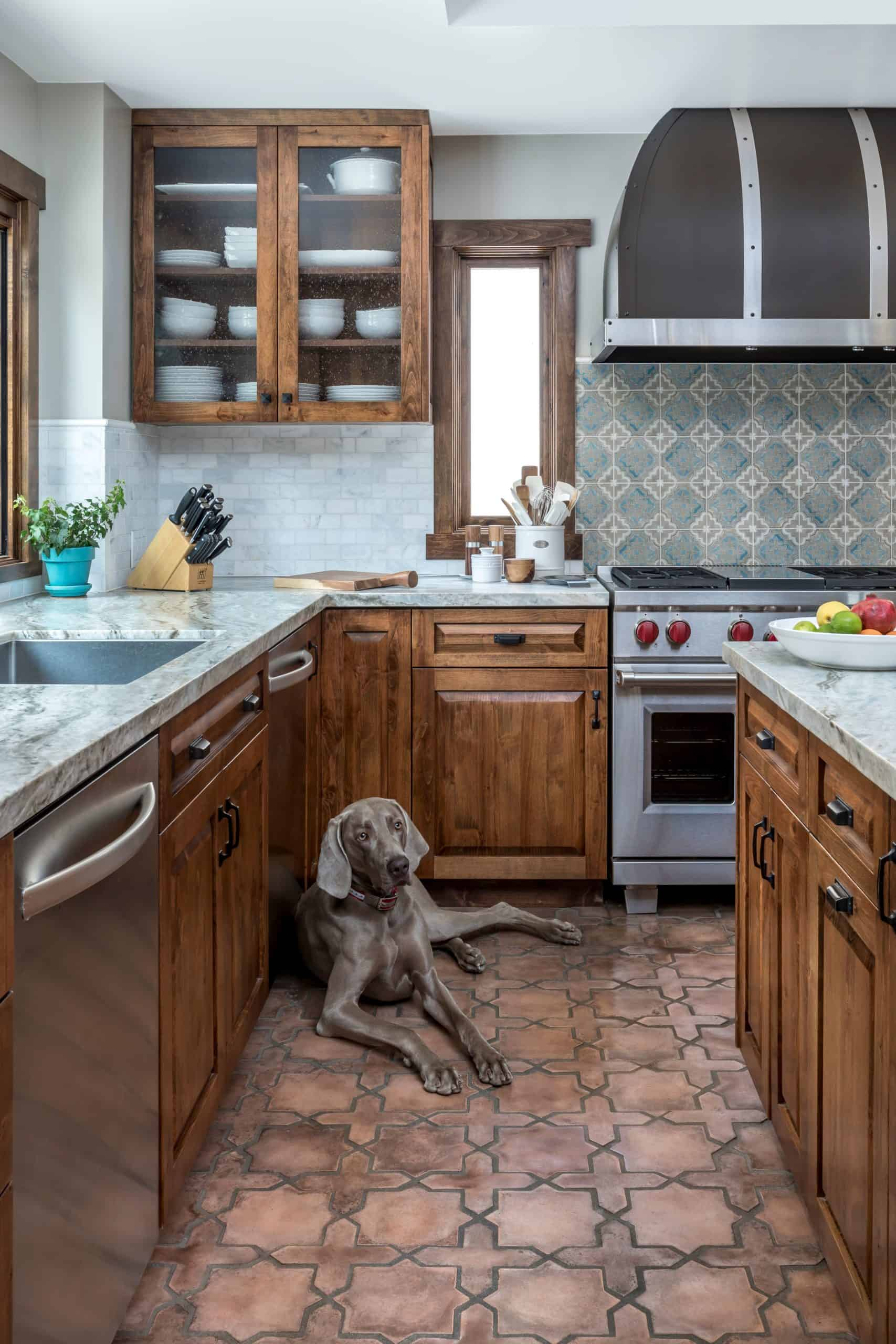 Modern Rustic kitchen with altalena pattern in azul